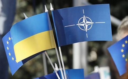 Більшість українців підтримують вступ до ЄС і НАТО (опитування)