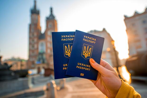 """У перші ж години безвізу 774 українці перетнули """"відкритий"""" кордон з ЄС"""