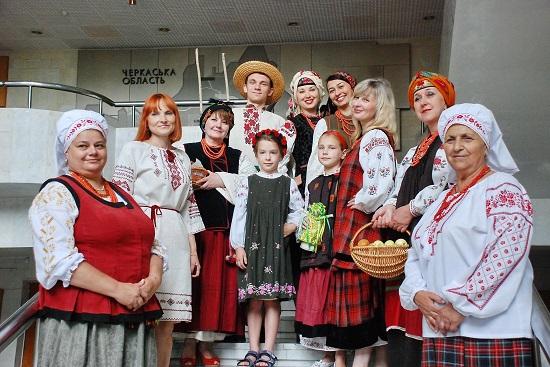 Етнодень у краєзнавчому музеї в Черкасах розповів про магічні особливості традиційного одягу українців