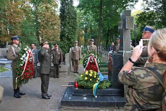 Міністр оборони України вшанував пам'ять воїнів армії УНР, похованих у Польщі