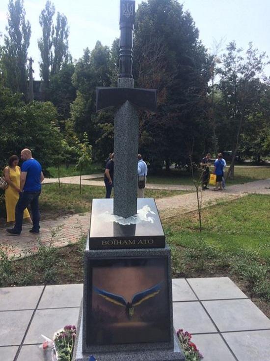 У столиці відкрили пам'ятник учасникам АТО – меч, увігнаний в карту Росії
