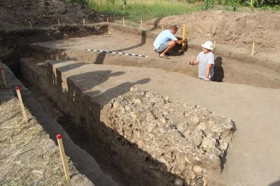 Дві сотні черепів, розкопаних на Замковій горі у Чигирині – козаків, які полягли у бою?