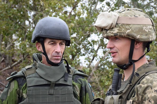 Головнокомандувач Збройних Сил Швеції побував у зоні АТО на Донбасі