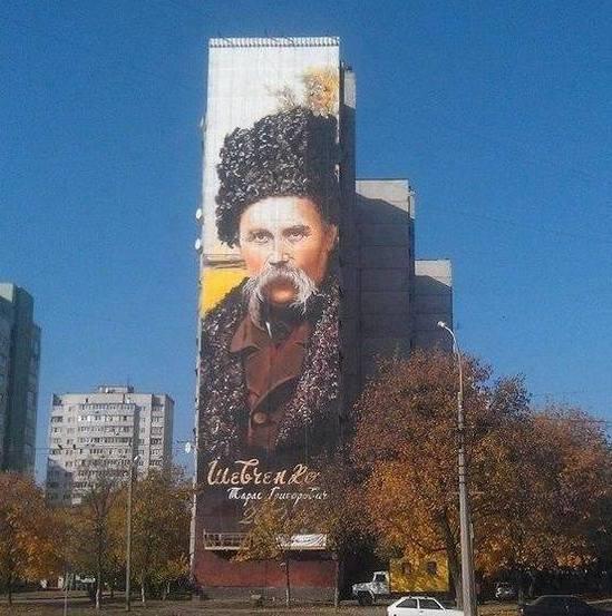 У Харкові на стіні 17-поверхового будинку намалювали найбільший в Україні портрет Великого Кобзаря