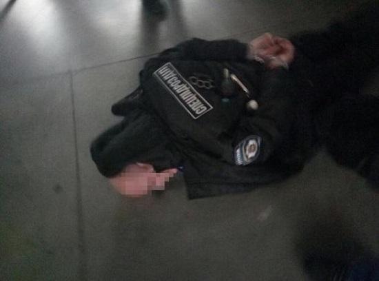 У Києві СБУ затримала озброєного бандита з Росії, перевдягнутого у форму спецпризначенця української поліції