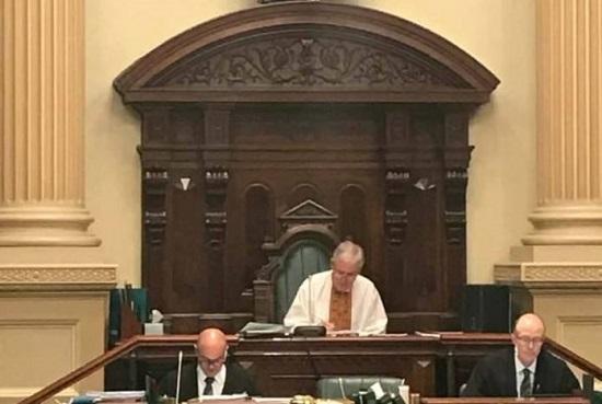 Спікер парламенту Австралії прийшов на засідання парламенту у вишиванці – на знак солідарності з Україною