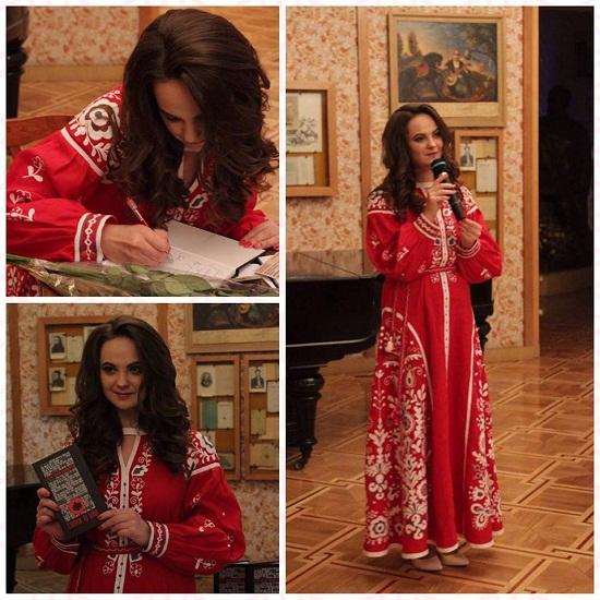 Презентуючи патріотичні вірші, відома поетеса назвала вишивану сукню від черкаських майстрів… «бронею від хвилювання»
