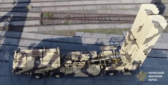 """Український оперативно-тактичний ракетний комплекс """"Грім"""" зможе скинути """"гостинці"""" на ворожі голови на відстані 500 кілометрів"""