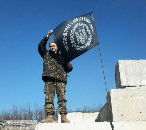 """Черкаська Сміла прощається з Героєм, який воював під позивним """"Гайдамака"""" і чорним холодноярським прапором…"""