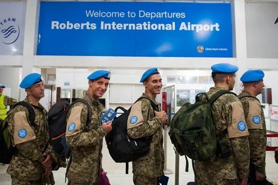 Українські військовики ООН після 14-річної миротворчої місії повертаються з Ліберії додому