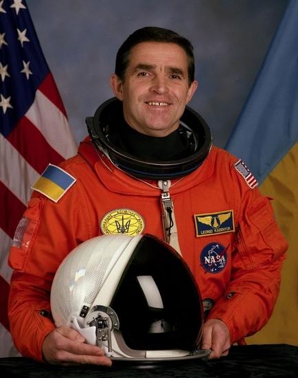 Проспект у Києві пропонують перейменувати на честь першого астронавта України