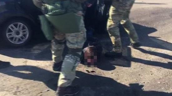 """Командира розвідвідділення """"ЛНР"""" працівники СБУ """"пов'язали"""" разом із його спільником"""