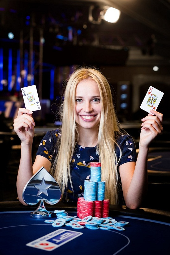 25-річна українка стала мільйонеркою завдяки перемогам у турнірному покері
