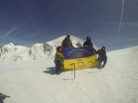 Українські військовики з гірсько-штурмової бригади підкорили найвищу гірську вершину Європи