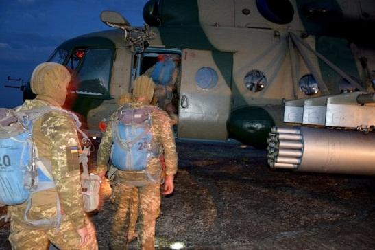 Українські морські піхотинці відпрацювали нічне повітряне десантування на ворожу територію – у рамках спільних зі США і НАТО бойових навчань Sea Breeze
