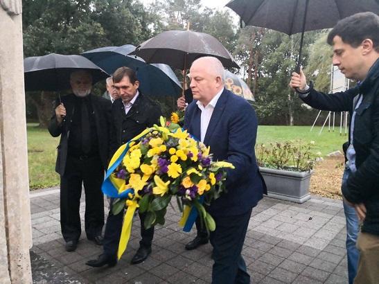 Українська делегація, очолювана Степаном Кубівим, у бельгійському Генку вшанувала пам'ять жертв Голодомору