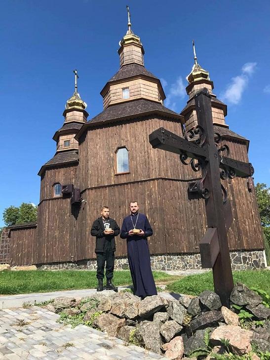 На символічну могилу кошового Петра Калнишевського в Холодному Яру висипали землю з Австралії та грецького Афону