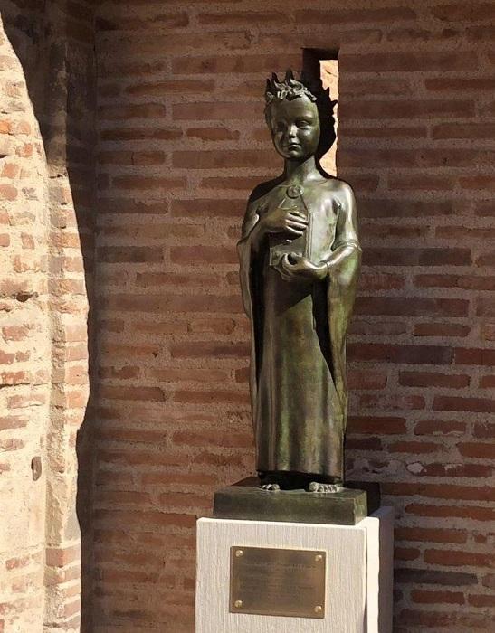У Франції відкрили новий пам'ятник київській князівні Анні Ярославні