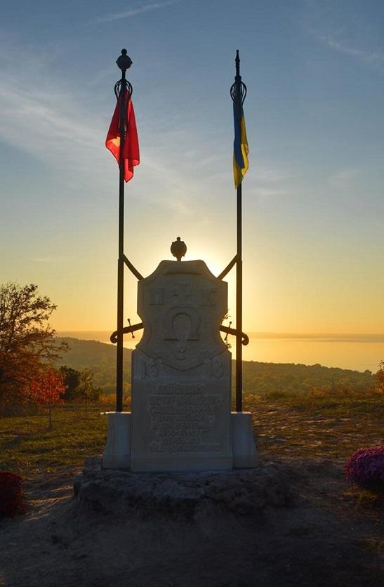Крокуючи «Слідами загубленої історії», знімальна група фільму вшанувала у Трахтемирові спільну українсько-польську перемогу