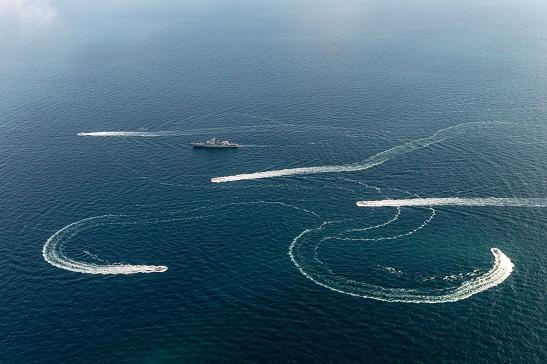 Росія обстріляла і захопила три українські кораблі