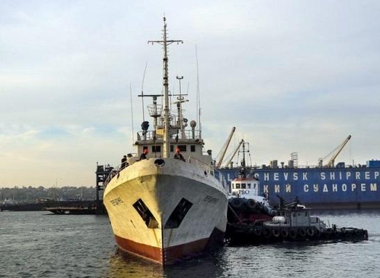 Рекорд Гіннеса: на Одещині богатир зі Львова перетіг зубами на 16 метрів 614-тонний корабель