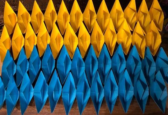 На підтримку полонених моряків стартував флешмоб «жовто-блакитний кораблик – на ялинку»