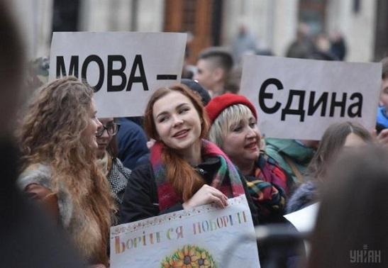 Дві третини українців вважають, що українська повинна бути єдиною державною мовою