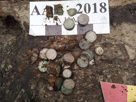 У Києві знайшли близько 2 кг срібних монет 19-20 століття
