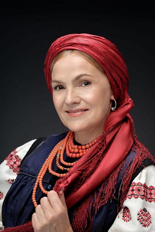 Відомі поляки в українських костюмах