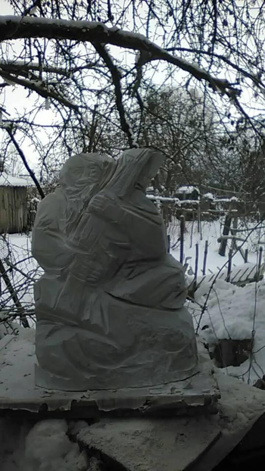 Черкаський скульптор відправить до польської Варшави… Мамая з автоматом