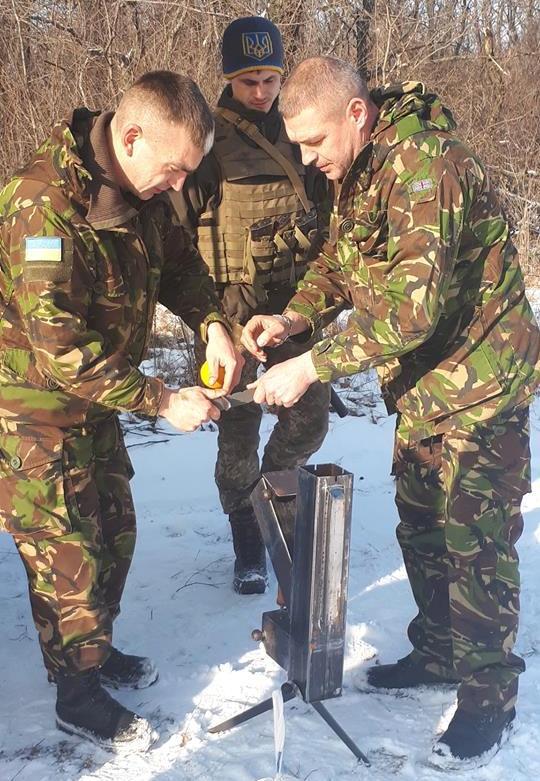 """""""Новітня розробка для ЗСУ"""": черкаські волонтери провели успішне випробування на фронті… """"дивопічки-трансформера"""" для обігріву і приготування їжі"""