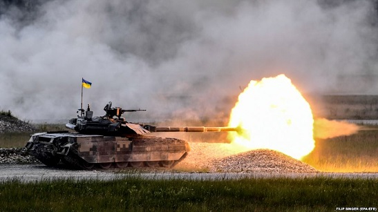 Щоб розплатитись за вкрадену у черкащанина пісню, генпродюсеру російського телеканалу запропоновано… купити танк для українських військових