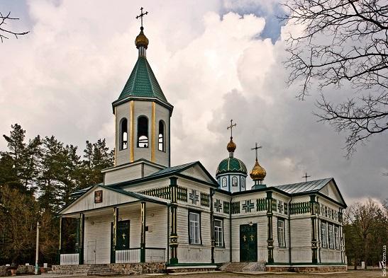 """""""Звичайні чудеса"""": у Нечаївці під Черкасами п'ють цілющу воду, ходять до церкви козацьких часів і ліплять дивовижні фігурки з глини трипільських часів…"""