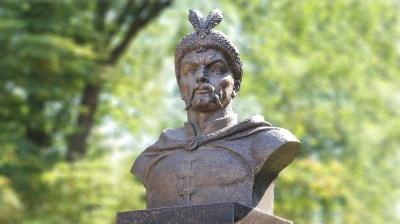 """Що """"не пускає"""" гетьмана Хмельницького на постамент, який залишив Ленін у Лисянці на Черкащині?"""