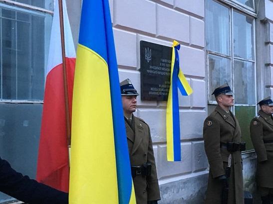 У Польщі відкрили меморіальну дошку на будинку, де була Військова місія УНР