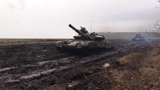 На Донбасі відбулося тренування танкістів із бойовою стрільбою