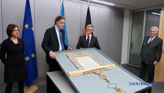 Німеччина повернула Україні грамоту часів Мазепи