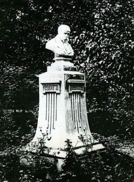 Перший в Україні пам'ятник Шевченкові встановив у Харкові той, на честь кого названий Алчевськ на Донбасі…