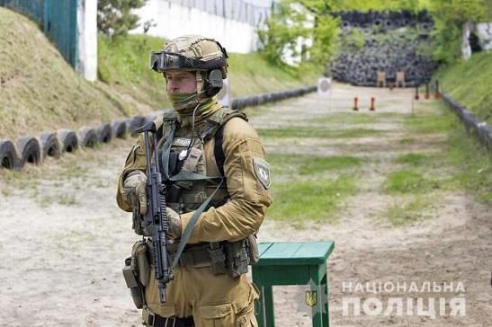 Українську поліцію озброюють пістолетами-кулеметами МР-5