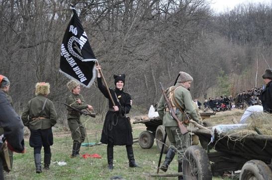 """На фестивалі """"Товмацький курінь"""" реконструктори відтворять сцену бою холодноярців"""