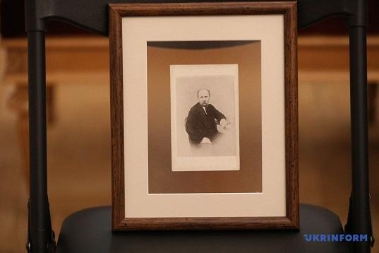 До Києва повернули фото Тараса Шевченка, вивезене під час Другої світової війни
