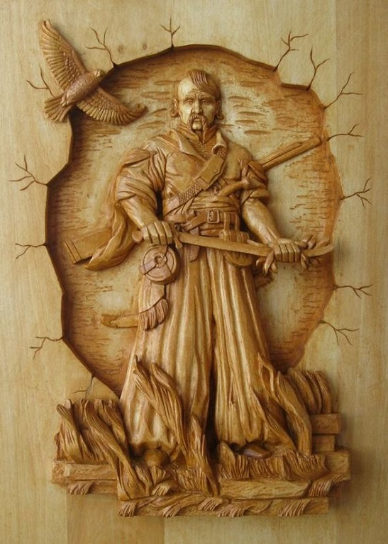 Різбяр з Черкас оживляє у витворах з дерева історію й культуру України