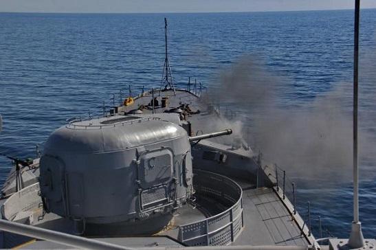 """Фрегат """"Гетьман Сагайдачний"""" за підтримки авіації тренувався знищувати ворожі надводні кораблі і підводні човни"""