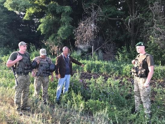 """Прикордоннники піймали злочинця з Росії, який хотів воювати за фейкову """"ЛНР"""""""