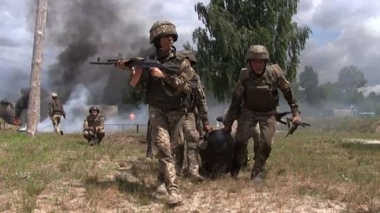 Майбутні офіцери-десантники пройшли бойовий вишкіл на полігоні під Житомиром