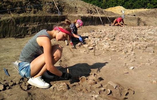 На Тальнівщині – нові археологічні знахідки трипільського посуду, якому майже 6 тисяч років