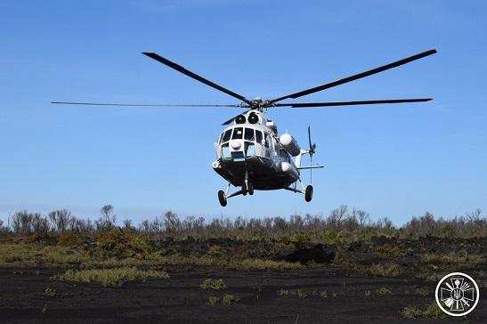 Українські військові вертолітники здійснили посадку на кратері найактивнішого вулкану Африки