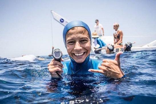 """""""Не просто покупатися"""": українка встановила світовий рекорд, пірнувши на глибину 100 метрів у Карибському морі, а українець здобув """"золото"""" під час запливу в Японії"""