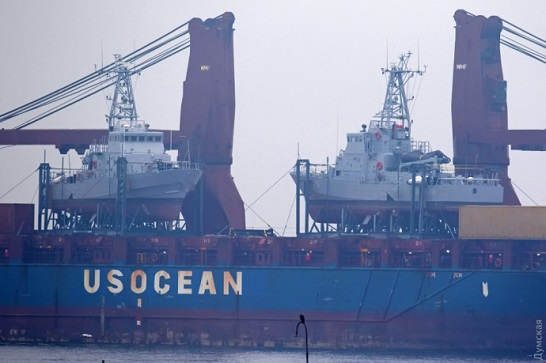 В Одесу прибув американський транспорт Ocean Freedom з двома патрульними катерами для ВМС України