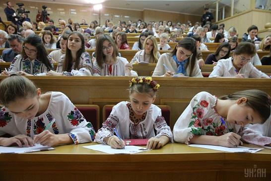 Взяти участь у Всеукраїнському радіодиктанті національної єдності та конкурсі на найкращий твір можуть усі охочі